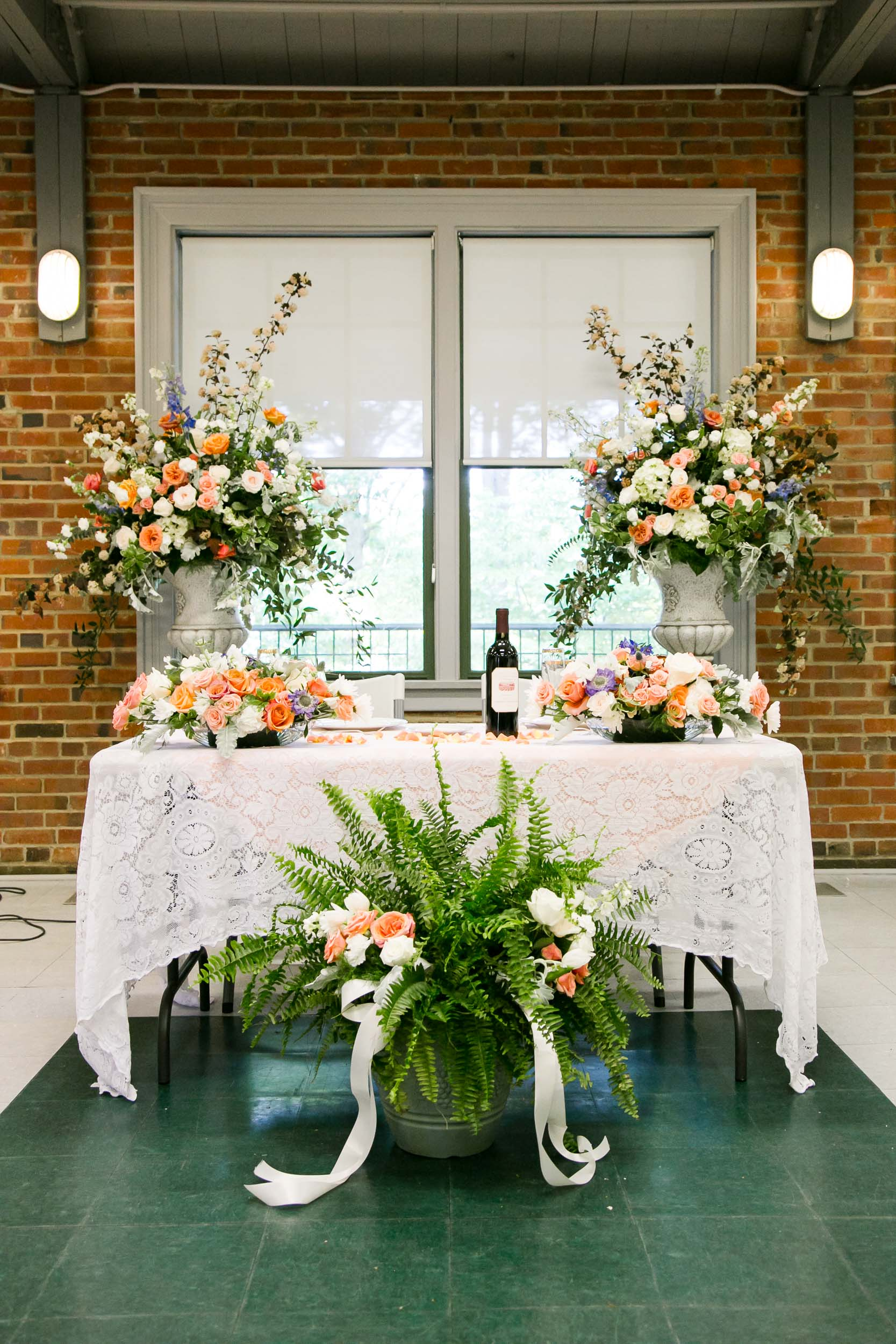 Beautiful Wedding Floral Arrangement | Campbell Lodge Wedding Photographer | By G. Lin Photography