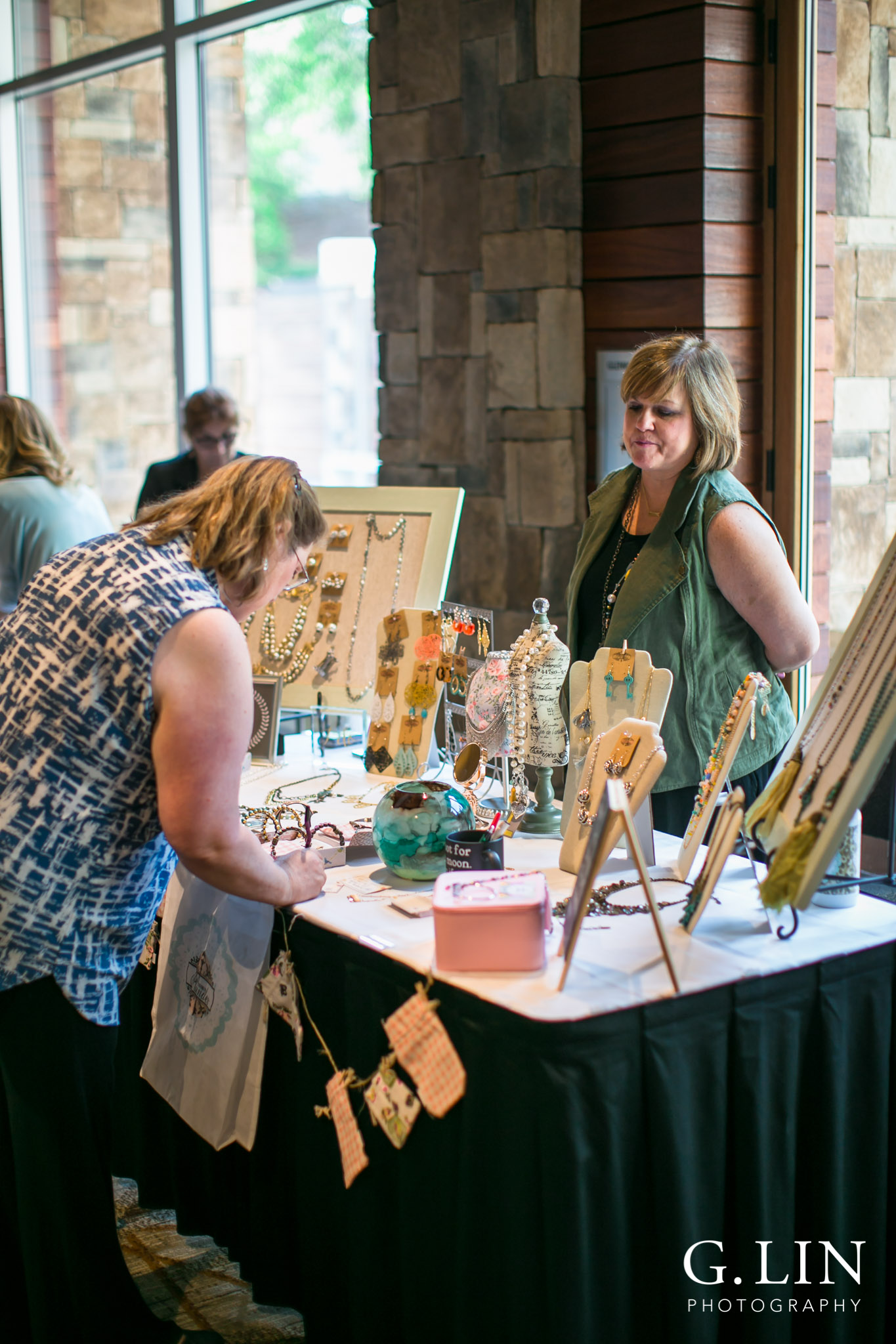 Raleigh Event Photographer | G. Lin Photography | Woman browsing jewelry at table