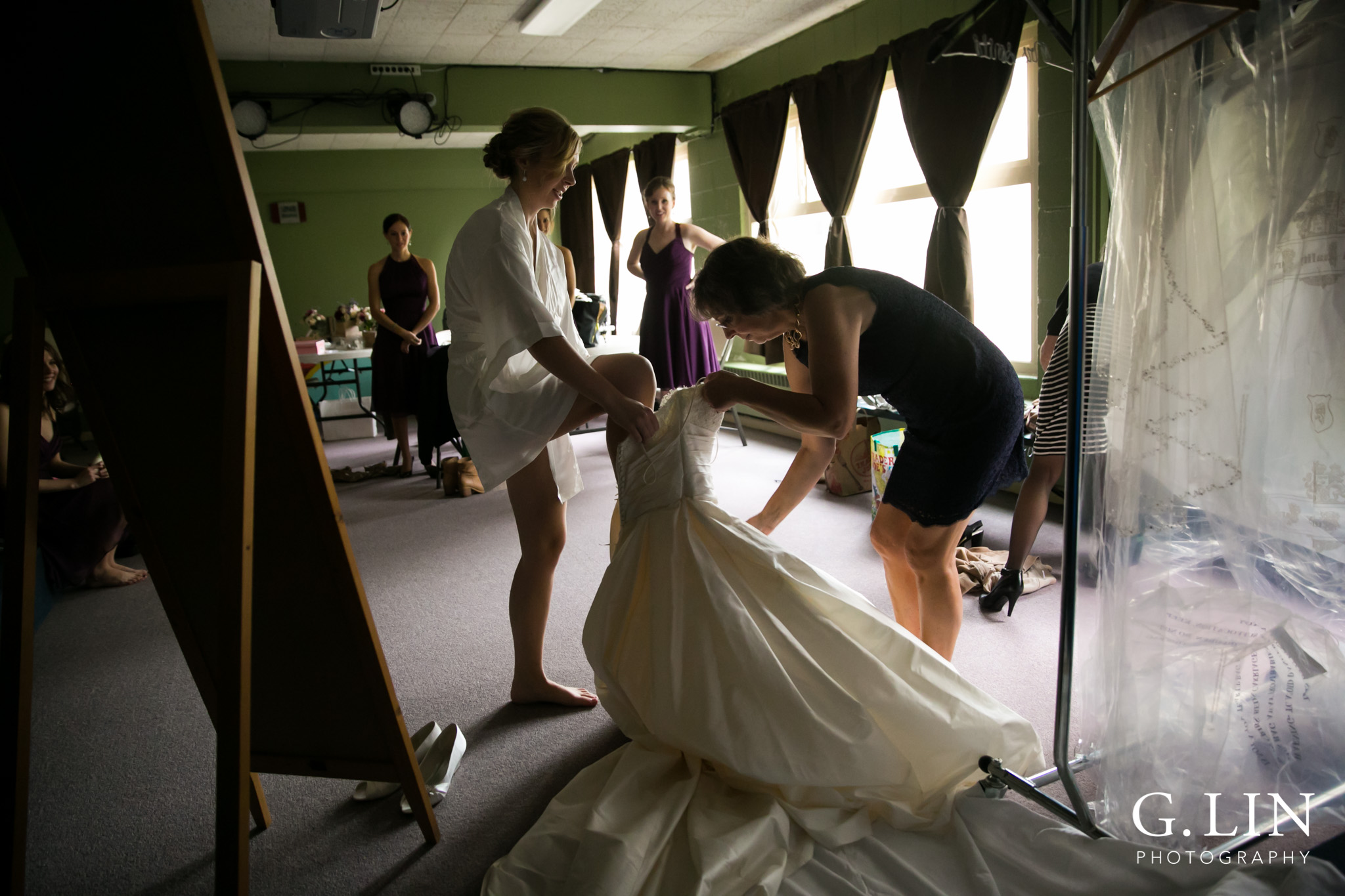 Raleigh Wedding Photographer | G. Lin Photography | Mom helping daughter get into wedding dress | Photo in color