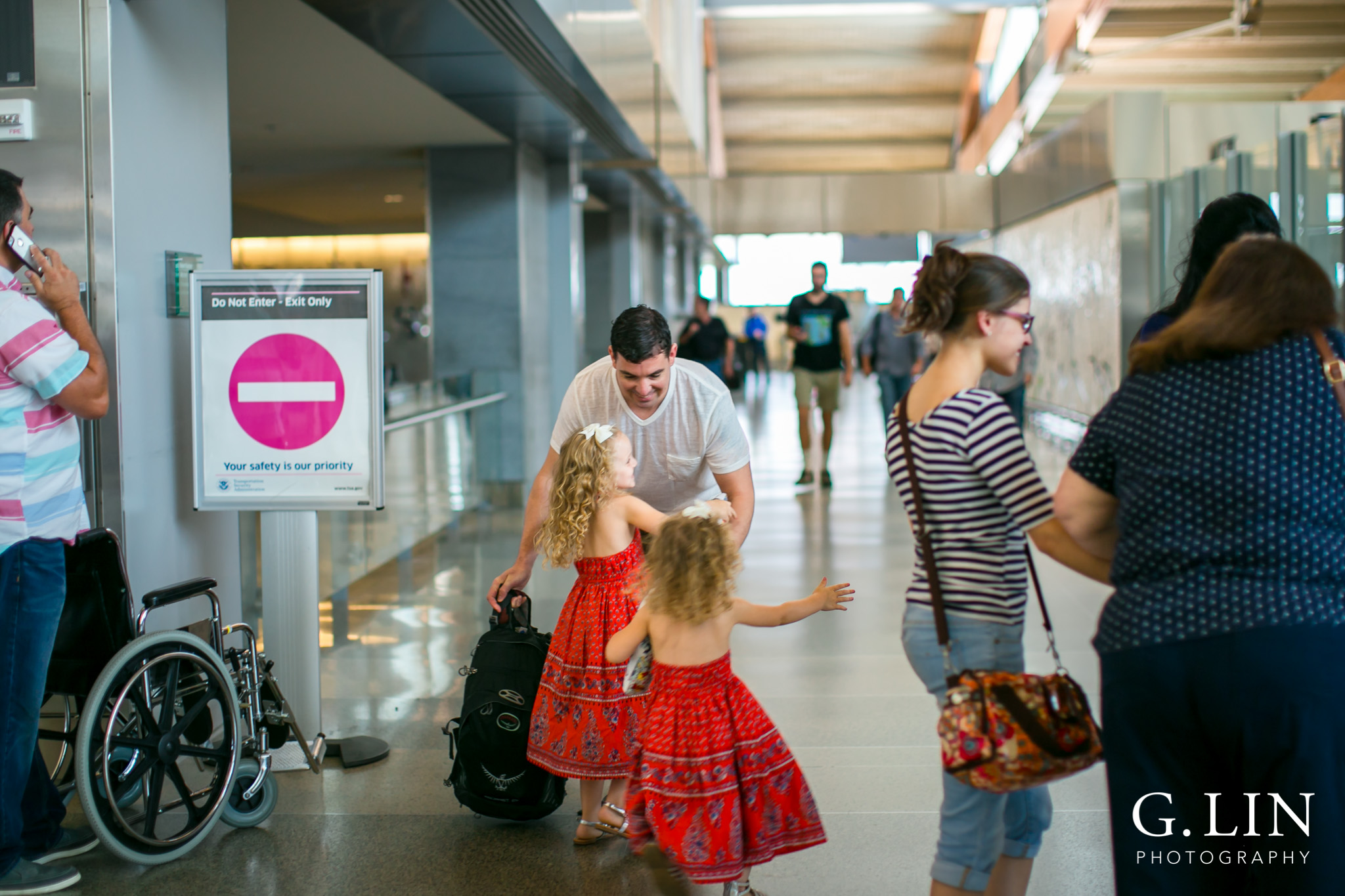 Raleigh Family Photographer | G. Lin Photography | little girls greeting their dad at airport