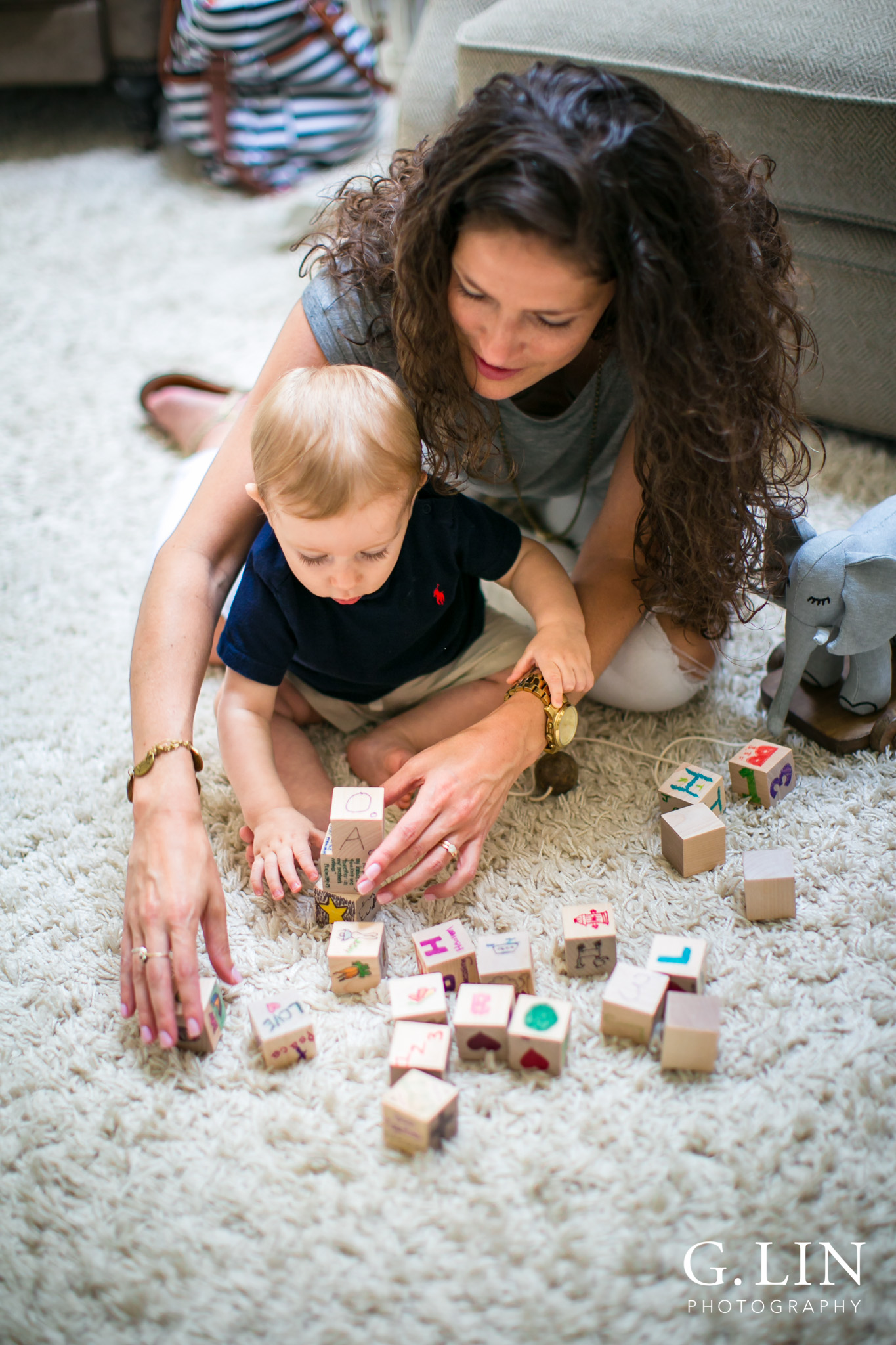 Raleigh Lifestyle Photographer | G. Lin Photography | Mom and baby playing with blocks | Close up shot