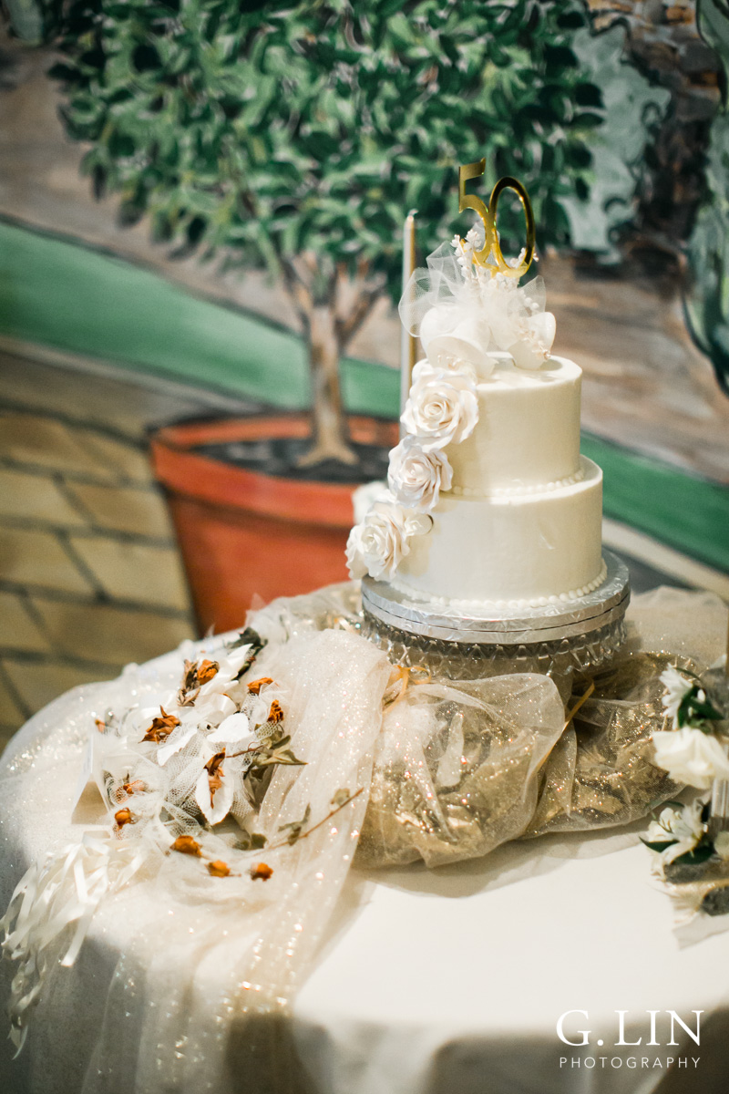 Raleigh Event Photographer | G. Lin Photography | Wedding cake displayed at restaurant