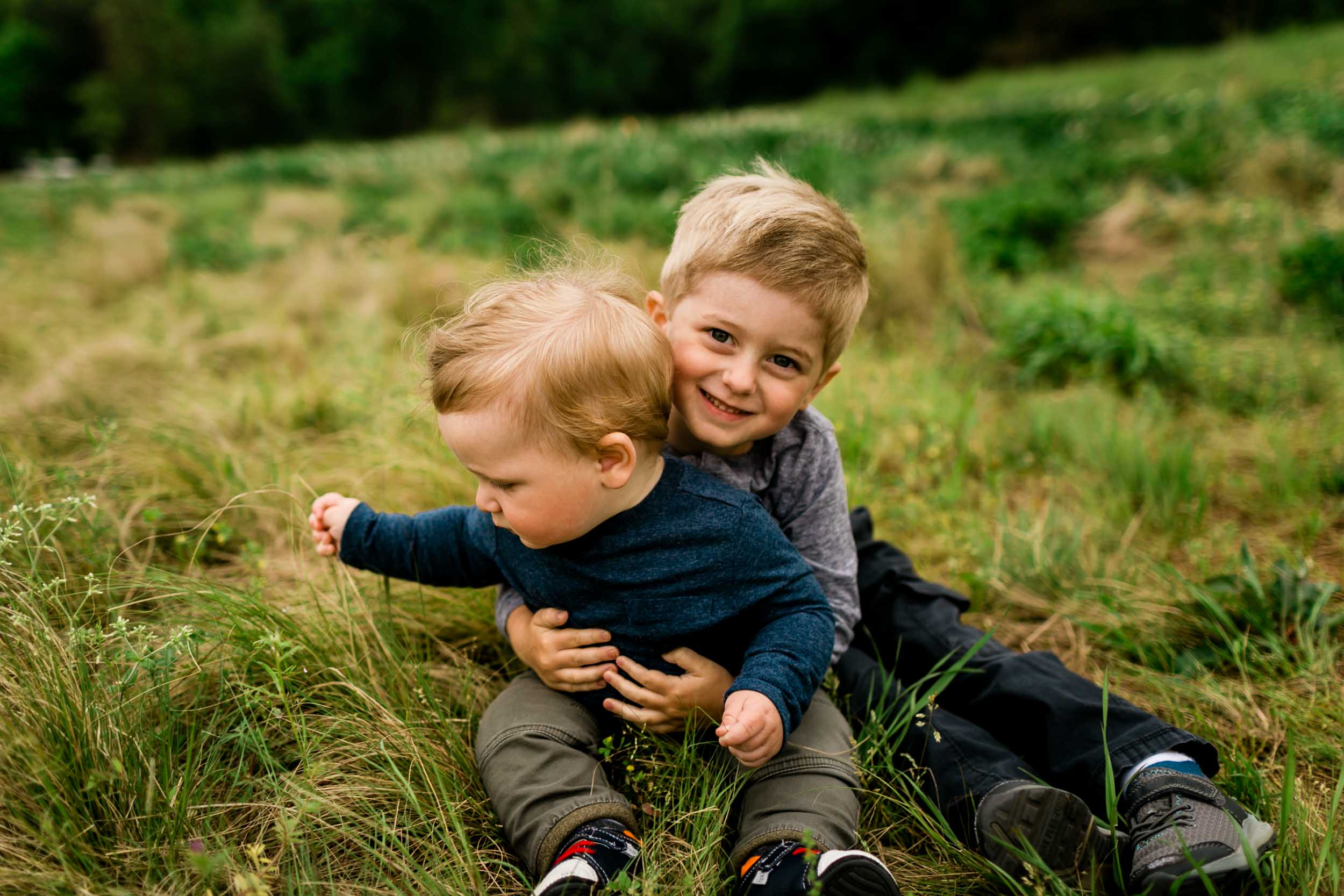 Brother hugging little brother | Raleigh Newborn Photographer | By G. Lin Photography