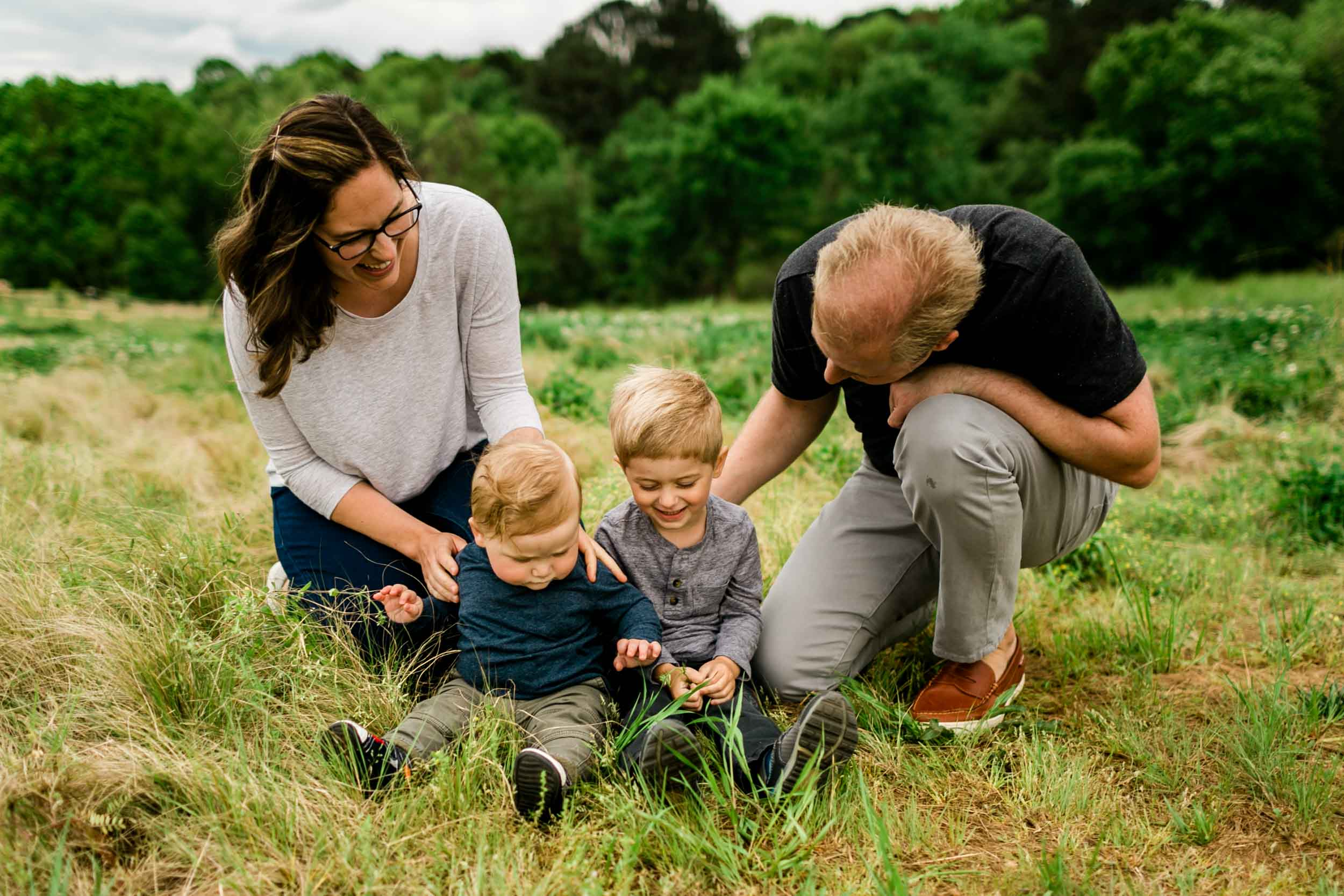Organic lifestyle family photography outside | Durham Photographer | By G. Lin Photography