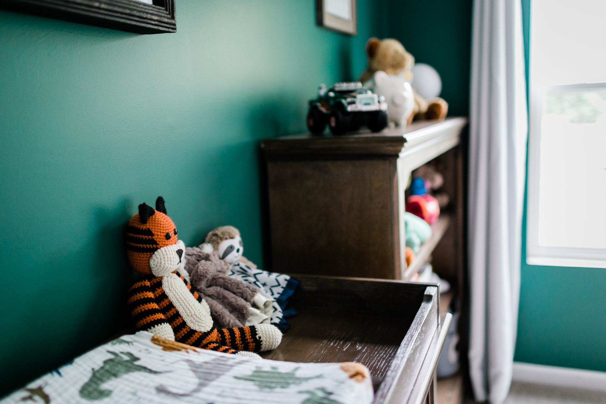 Durham Newborn Photographer | By G. Lin Photography | Nursery details in room