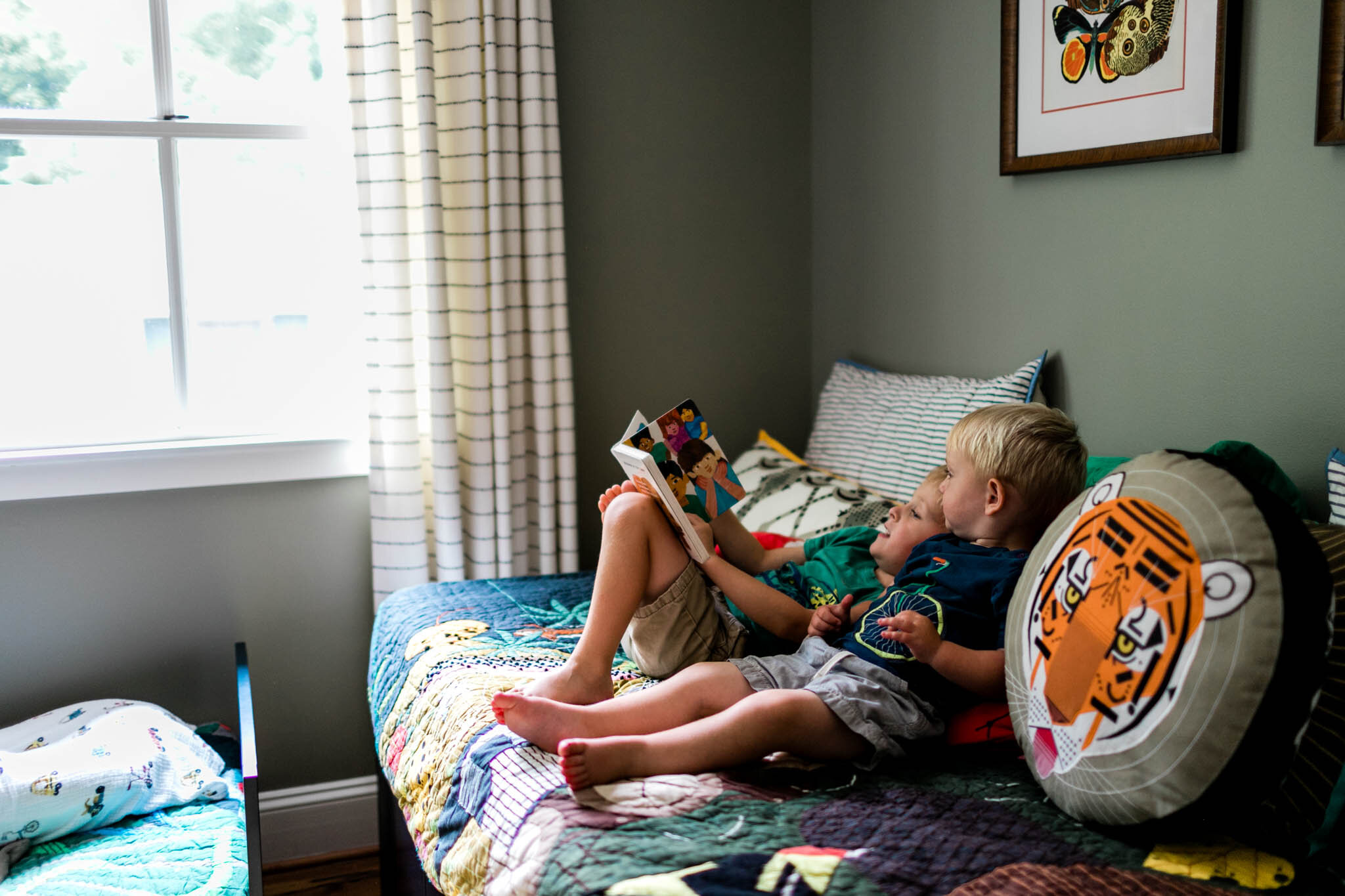 Durham Newborn Photographer | By G. Lin Photography | brothers laying on bed and reading