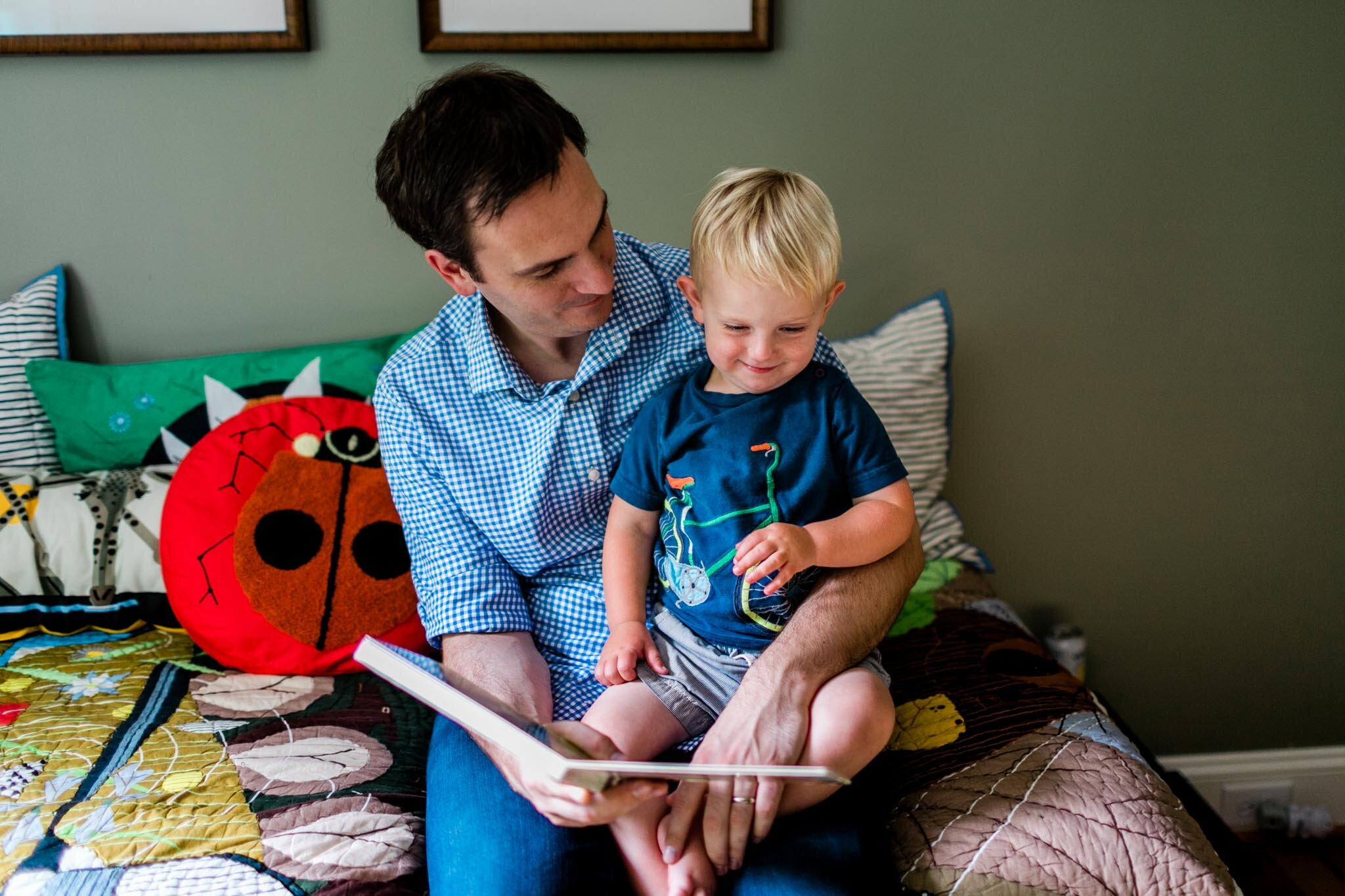 Durham Newborn Photographer | By G. Lin Photography | father reading to son