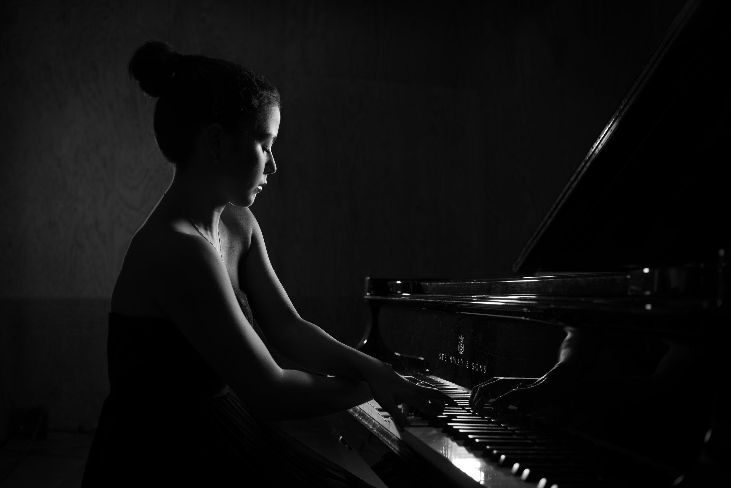 Classical pianist Anna Bertogna. Shot for my website www.shotsofmusic.com.