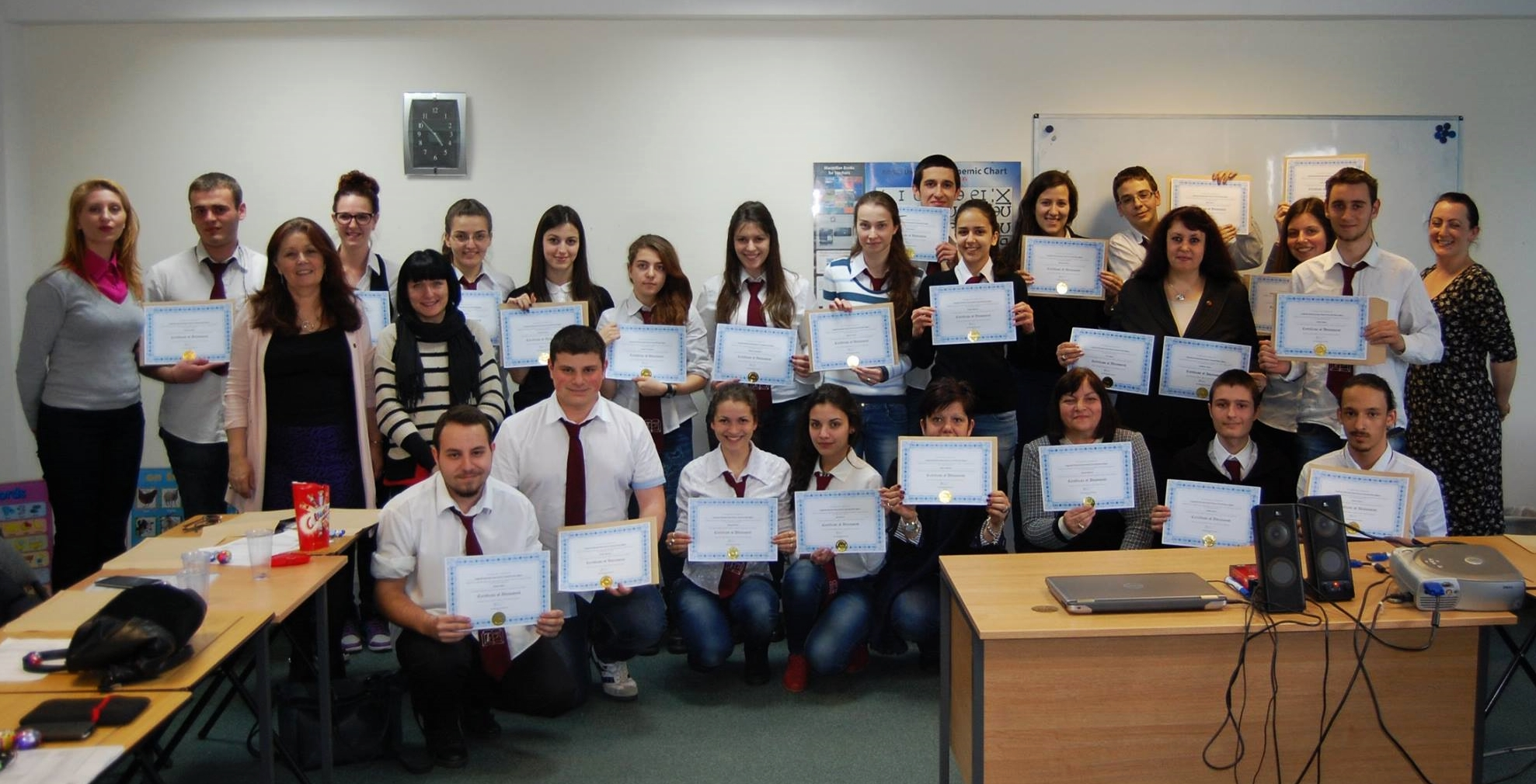 Students from Knyaz Simeon Tarnovski High School of Economics pictured with the team of English tutors from ADC.