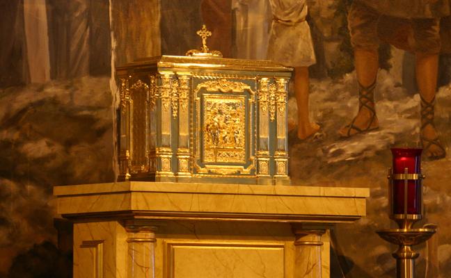 E15a-photo-sanctuary-lamp.jpg