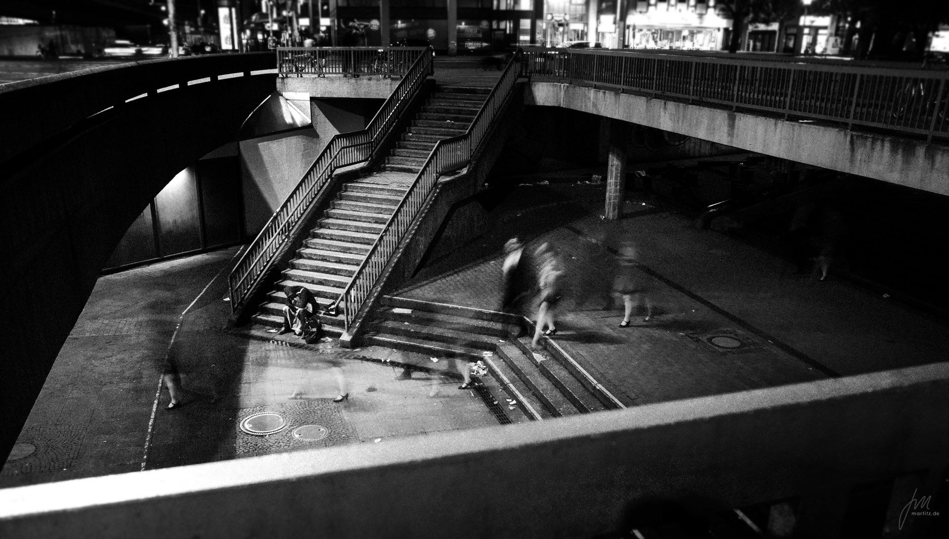 This picture is a multi-layered image. The focus rests on her shoe while it is contrasted by the rough environment and the guy sleeping on the steps. Opposites as they commonly appear in bigger cities and nobody gives a ****.