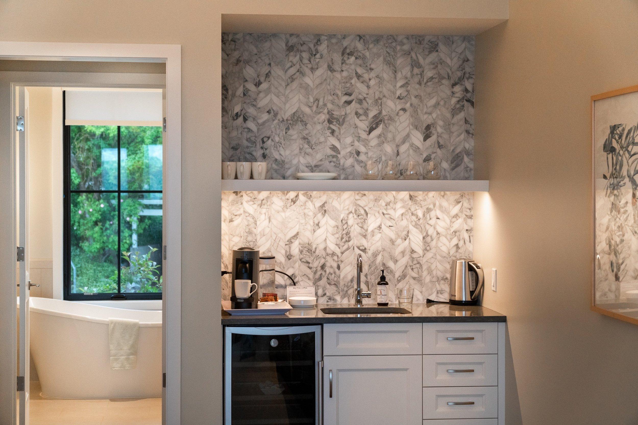 Bathroom_tub_hotel_suite_large_modern.jpg
