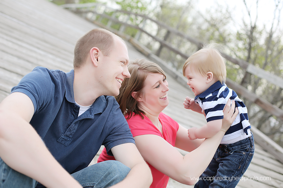 1-central-iowa-family-photographer-huxley-ames-one-year-pictures-donner.png