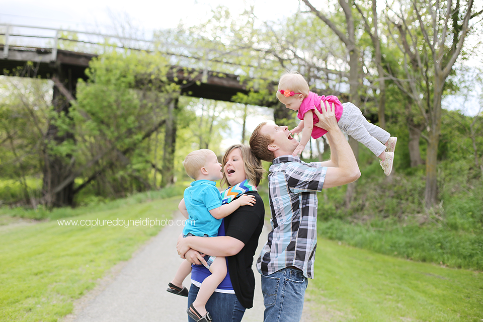 1-central-iowa-family-and-children-photographer-toddlers-babies-one-year-old-huxley-iowa-desmoines.png