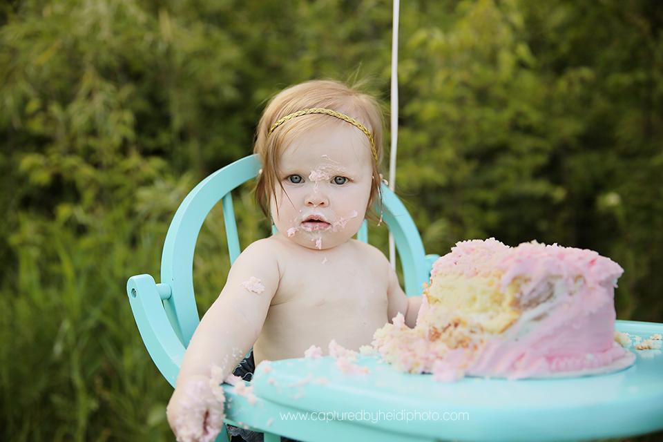 7-central-iowa-baby-photographer-cake-smash-high-chair-big-balloon-pink-cake-huxley-yellowbanks-desmoines.png
