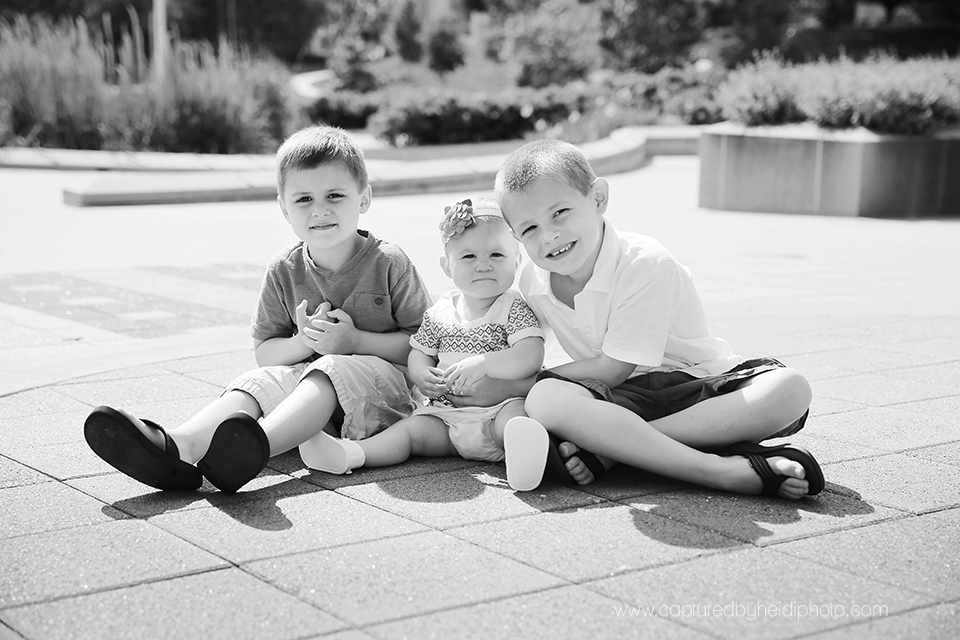 3-central-iowa-family-photographer-downtown-desmoines-family-session-state-capital-huxley-waukee-shockey.png