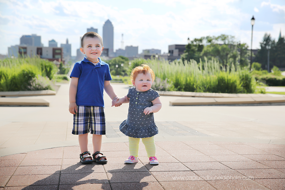 9-central-iowa-photographer-captured-by-heidi-down-town-des-moines-family-session-huxley-desmoines.png