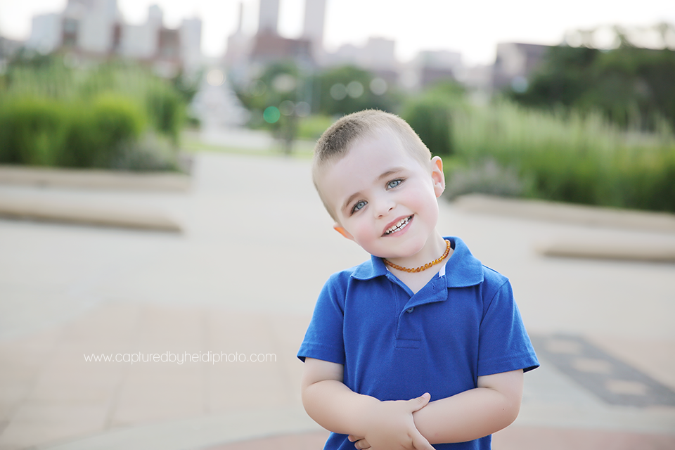 10-central-iowa-photographer-captured-by-heidi-down-town-des-moines-family-session-huxley-desmoines.png