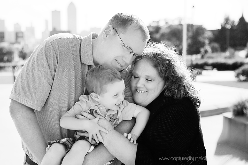 16-central-iowa-photographer-captured-by-heidi-down-town-des-moines-family-session-huxley-desmoines-ankeny-wickware.png