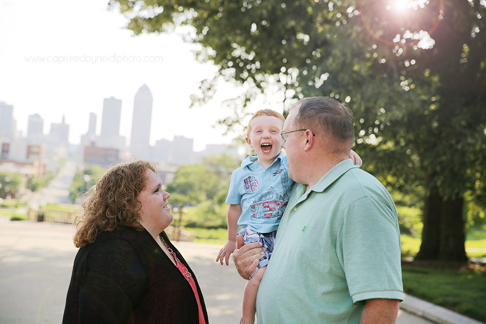 17-central-iowa-photographer-captured-by-heidi-down-town-des-moines-family-session-huxley-desmoines-ankeny-wickware.png