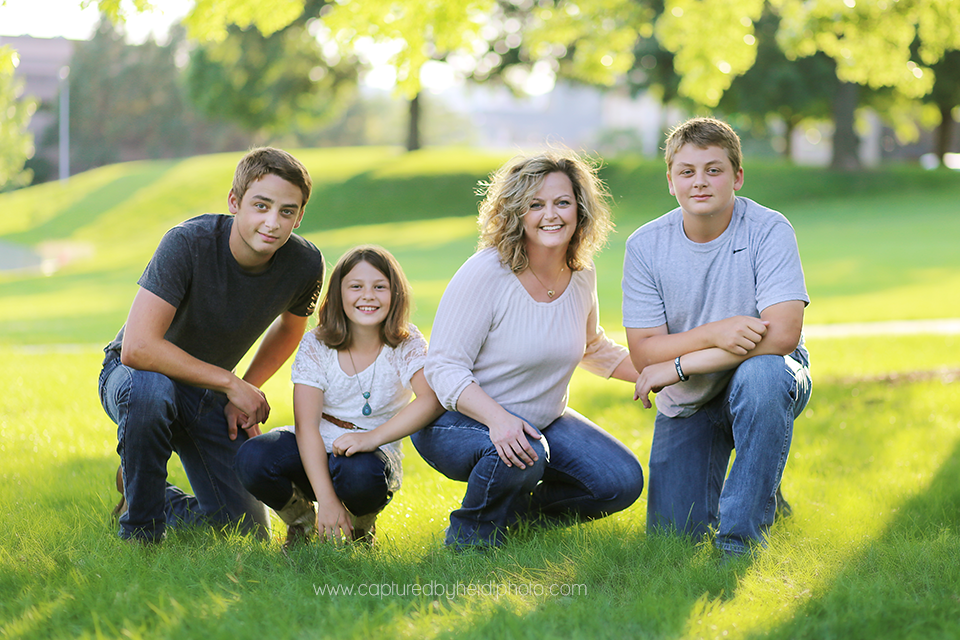 2-central-iowa-family-photographer-down-town-des-moines-huxley-ankeny-norwalk-karnes.png