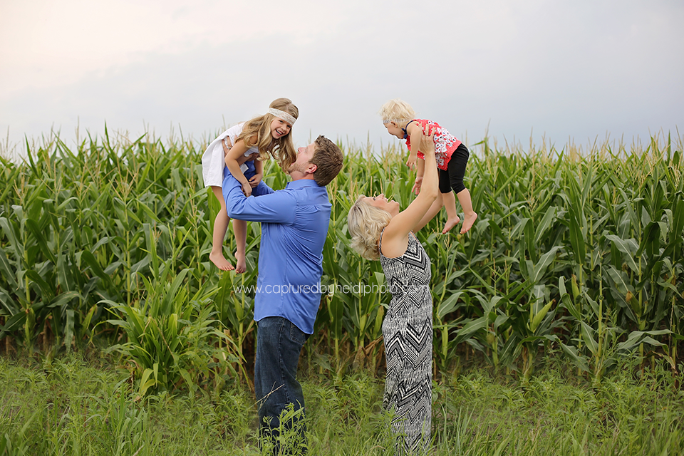 6-central-iowa-family-photographer-tom-michelle-doyle-ames-huxley-iowa-capturedbyheidi.png
