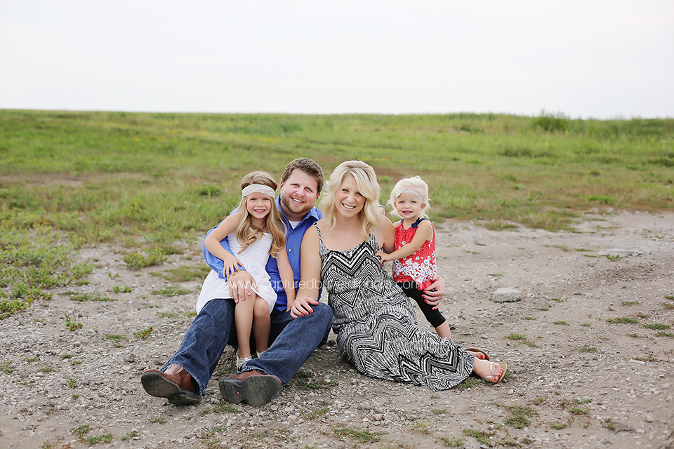 2-central-iowa-family-photographer-tom-michelle-doyle-ames-huxley-iowa-capturedbyheidi.png