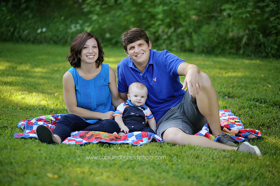 4-central-iowa-family-photographer-huxley-desmoines-indianola-pontier-family-pictures-10-months-old.png