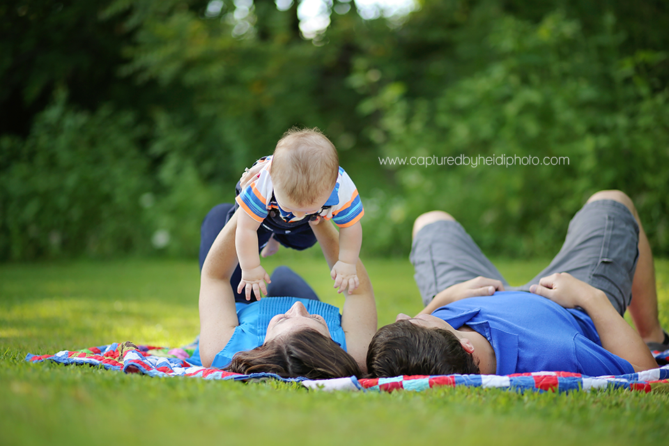 5-central-iowa-family-photographer-huxley-desmoines-indianola-pontier-family-pictures-10-months-old.png