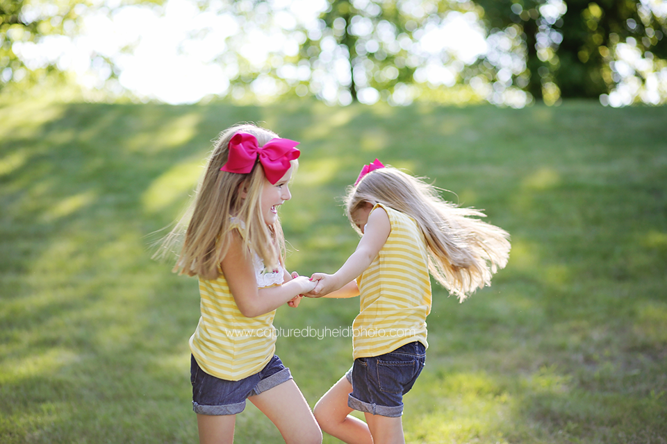1-central-iowa-family-photographer-huxley-leon-desmoines-salsberry-family-pictures-twin-sisters.png