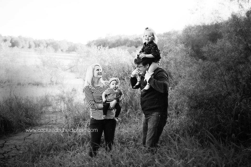2-central-iowa-children-photographer-lorentzen-family-huxley-des-moines-yellowbanks-park-family-pictures.png