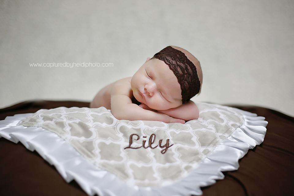 5-central-iowa-newborn-photographer-huxley-desmoines-haupt-family-newborn-girl-pictures.png