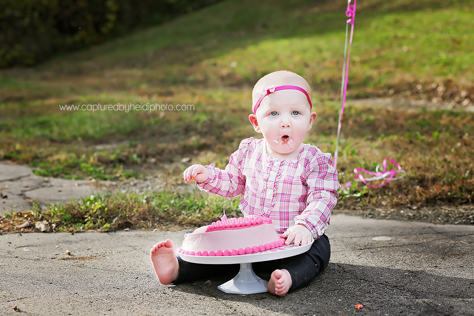 4-central-iowa-baby-photographer-cake-smash-huxley-ankeny-desmoinse.png