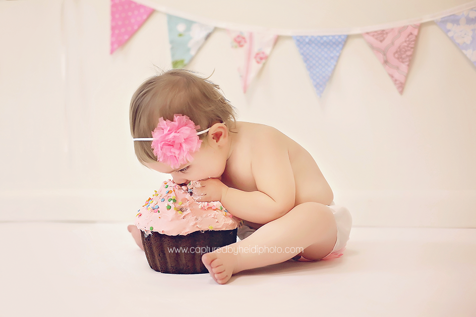 3-potts-central-iowa-baby-photographer-cake-smash-pictures-huxley-ames-ankeny-desmoines-captured-by-heidi-photo.png