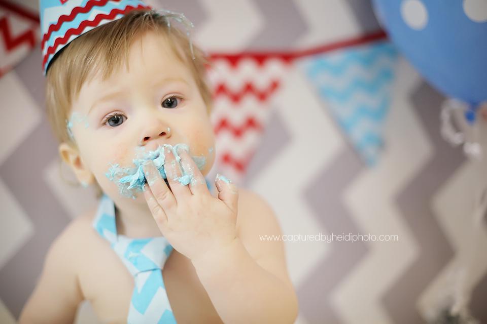 3-central-iowa-baby-photographer-cake-smash-huxley-desmoines-granger.png