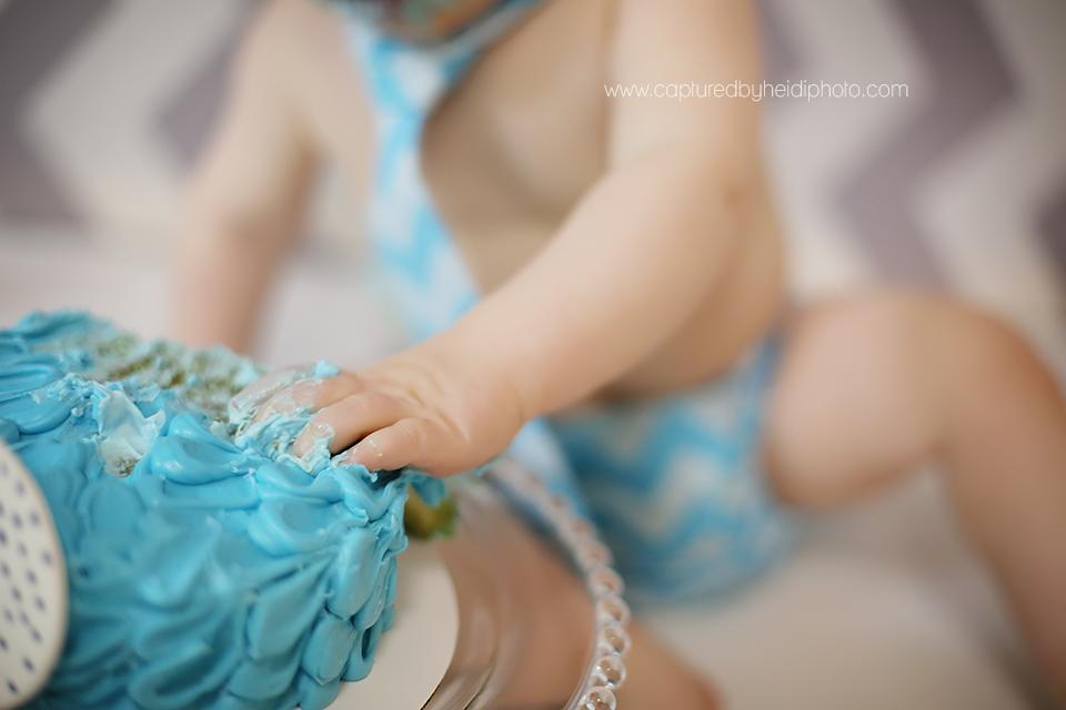 4-central-iowa-baby-photographer-cake-smash-huxley-desmoines-granger.png