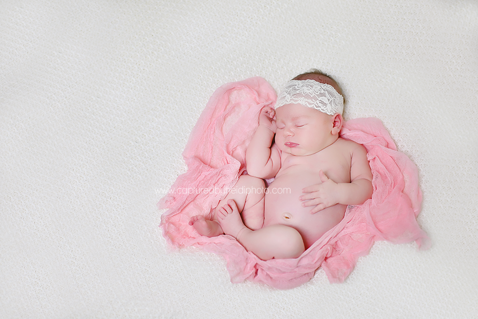2-central-iowa-newborn-photographer-huxley-desmoines-newborn-girl-pictures-with-siblings.png