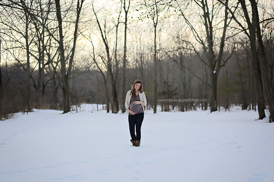 2-central-iowa-maternity-photographer-huxley-ames-ankeny-desmoines-capturedbyheidi-maternity-pictures-in-snow-forest.png