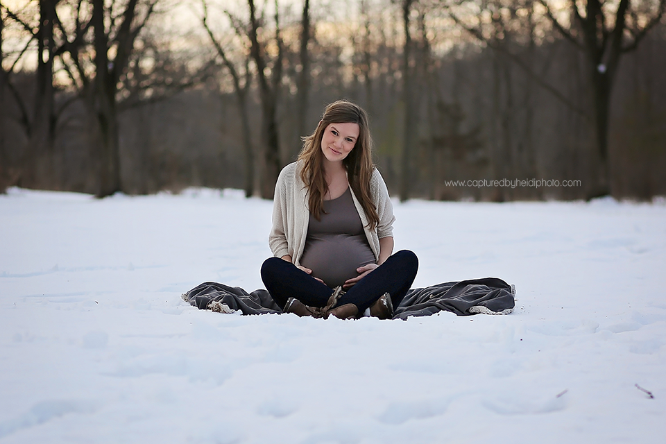 5-central-iowa-maternity-photographer-huxley-ames-ankeny-desmoines-capturedbyheidi-maternity-pictures-in-snow-forest.png