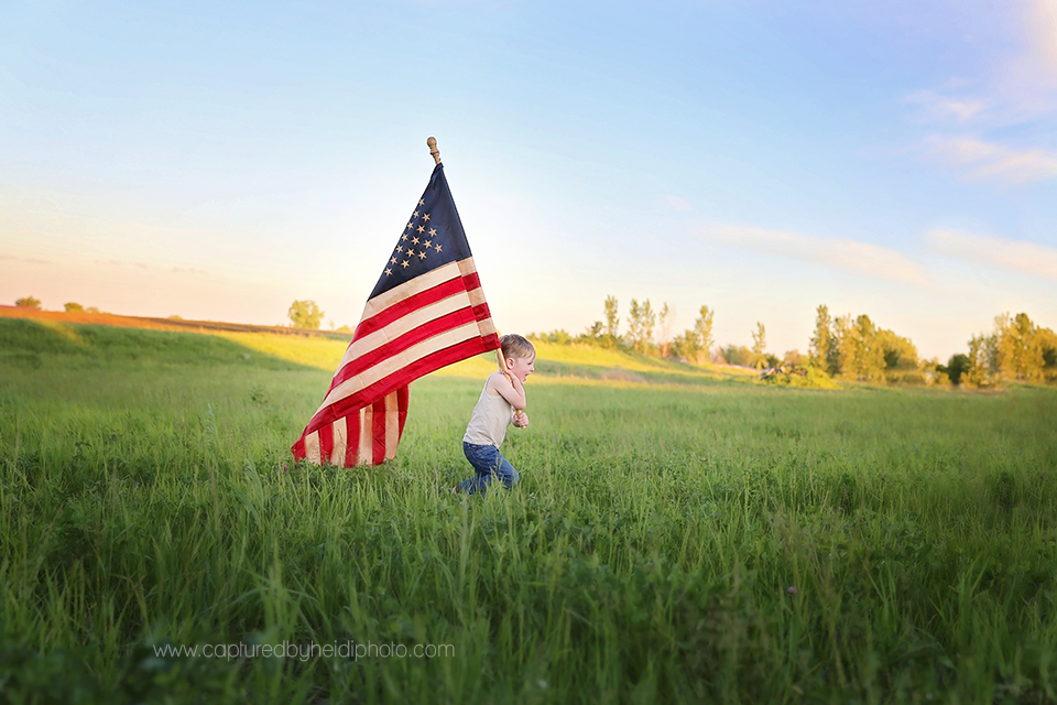 3-central-iowa-photographer-children-families-patriotic-photo-fourth-of-july-memorial-day-pictures-flag-theme-huxley-desmoines.png