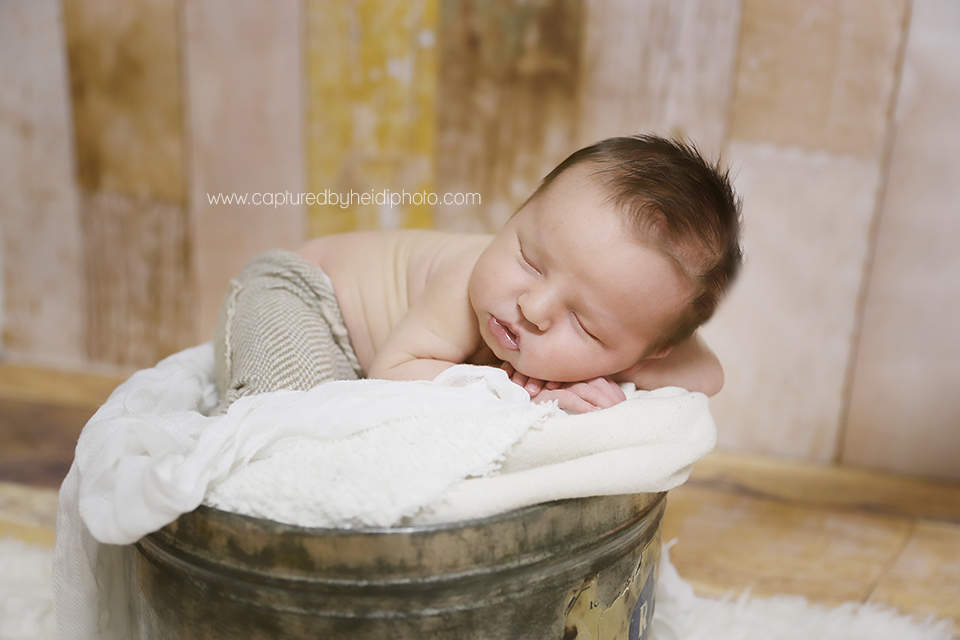 5-central-iowa-newborn-photographer-huxley-waukee-desmoines-beal-johnson-family.png