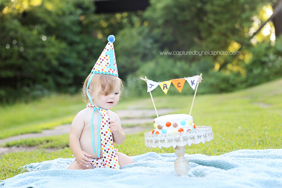 2-central-iowa-family-baby-photographer-huxley-ankeny-desmoines-one-year-baby-pictures-cake-smash.png