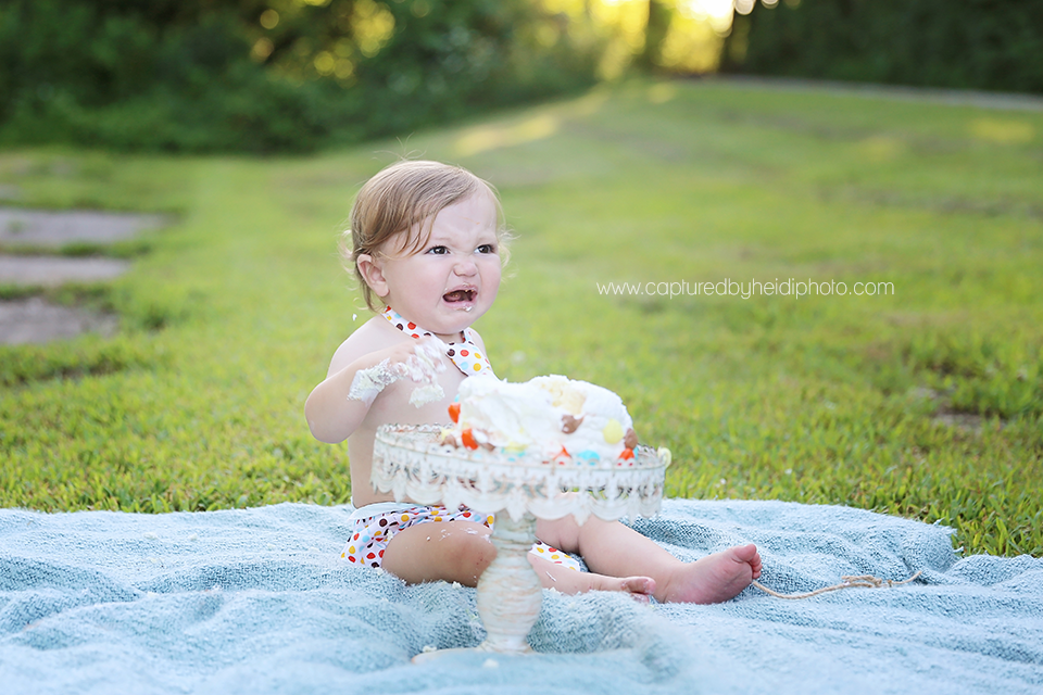 5-central-iowa-family-baby-photographer-huxley-ankeny-desmoines-one-year-baby-pictures-cake-smash.png