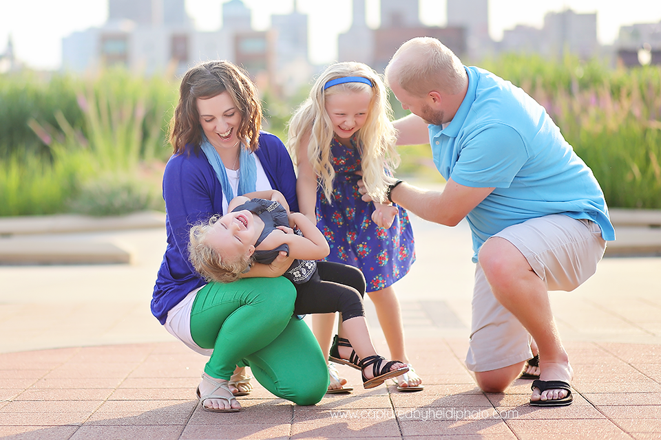 4-central-iowa-family-photographer-huxley-ankeny-polk-city-downtown-desmoines-pictures-dillinger.png