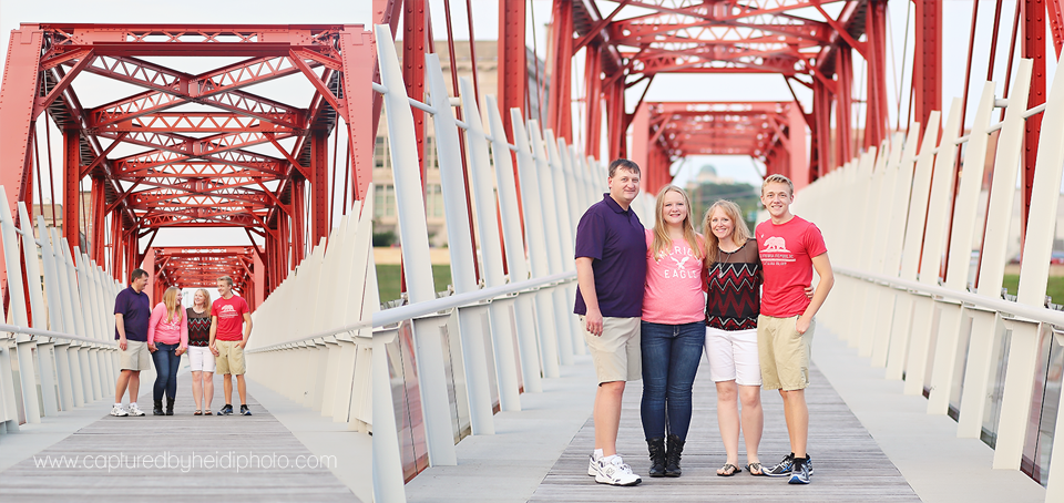 5-central-iowa-family-photographer-huxley-desmoines-stuart-downtown-desmoins-family-pictures-crawford.png