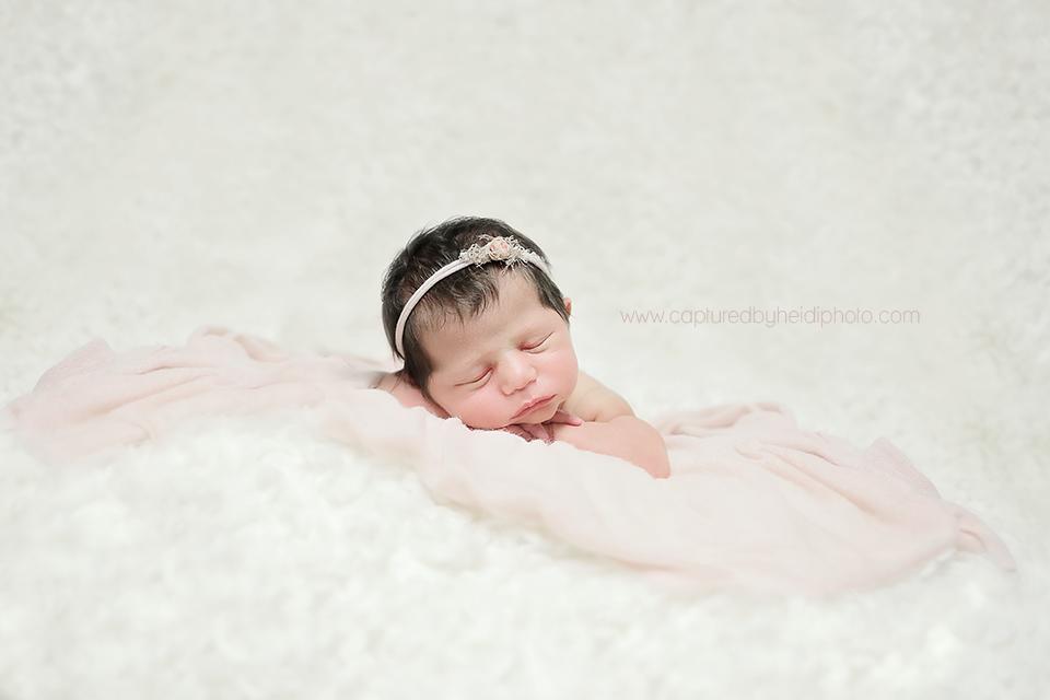 6-central-iowa-newborn-photographer-huxley-urbandale-desmoines-squire.png