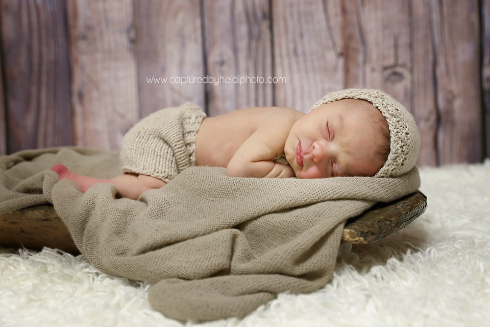 2-central-iowa-newborn-photographer-huxley-ankeny-desmoines-johnston-trobaugh.png