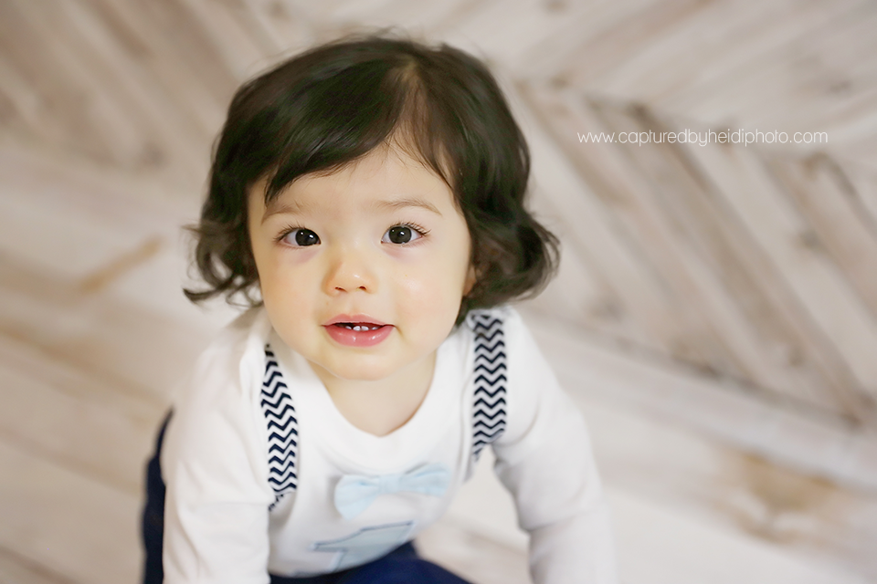 3-central-iowa-baby-photographer-huxley-desmoines-grinnell-cbh-photography-one-year-baby-boy-pictures-lloyd.png