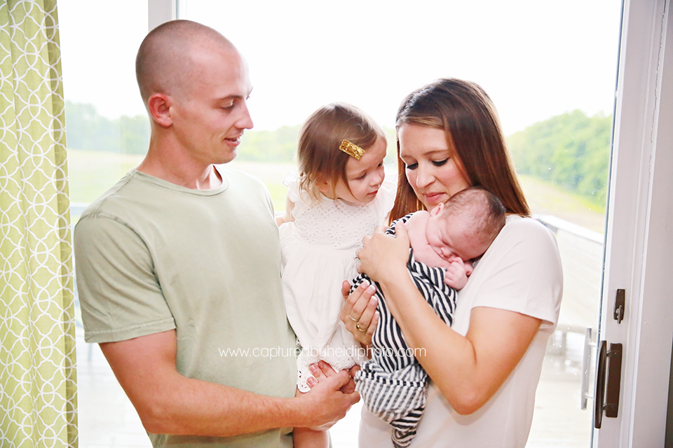 6-central-iowa-newborn-photography-lifestyle-photographer-in-home-baby-session-desmoines-huxley-ames-st-charles-buckingham.png