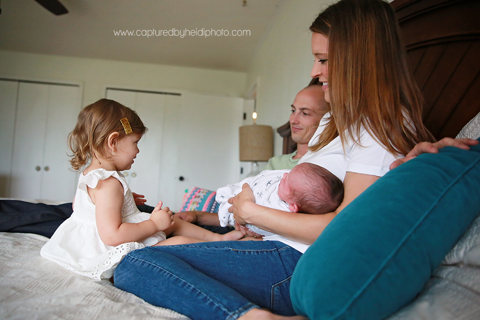 9-central-iowa-newborn-photography-lifestyle-photographer-in-home-baby-session-desmoines-huxley-ames-st-charles-buckingham.png